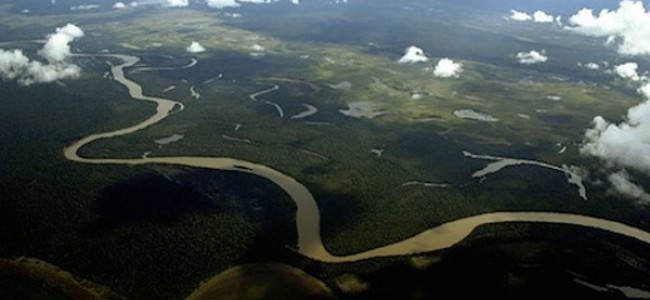 Las tribus amazónicas luchan por mantener vivo al río Xingu